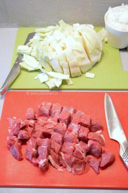 Gestoofd rundvlees met witte kool (Kupus Kalja)