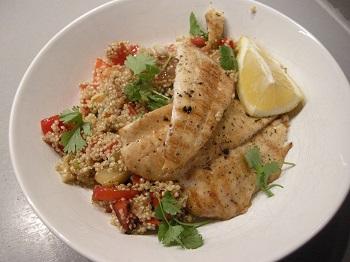 Scholfilet met quinoa op mediterrane wijze