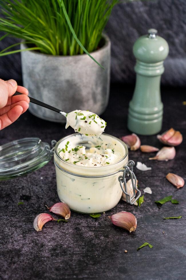 recept voor homemade knoflooksaus met yoghurt ©bettyskitchen.nl