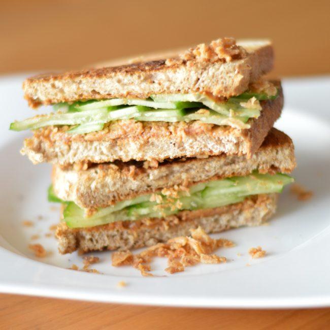 sandwich_gado_gado_met_pindakaas_en_komkommer _2
