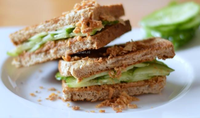 sandwich met pindakaas en komkommer
