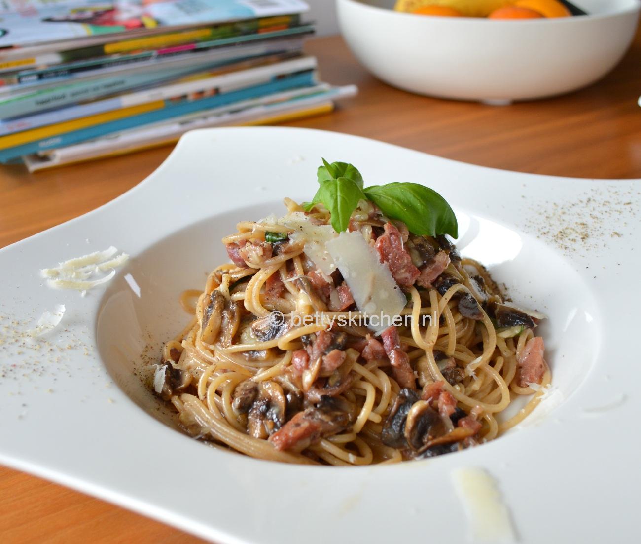 spaghetti carbonara pasta met spek ei en kaas