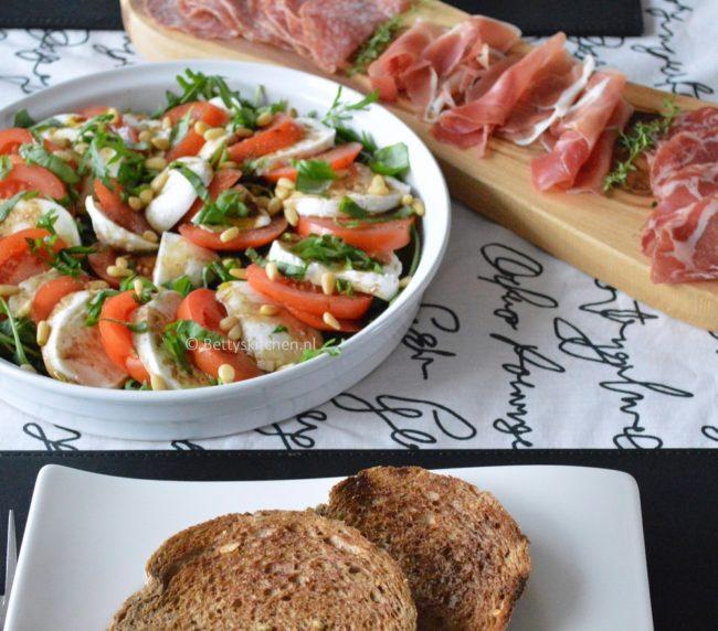 Caprese salade met tomaat en mozzarella