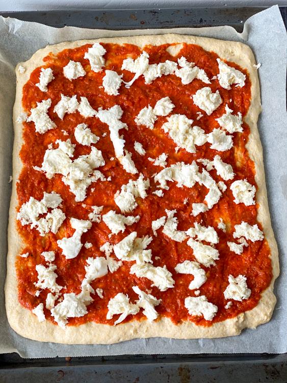 zelf pizzadeeg maken © bettyskitchen.nl
