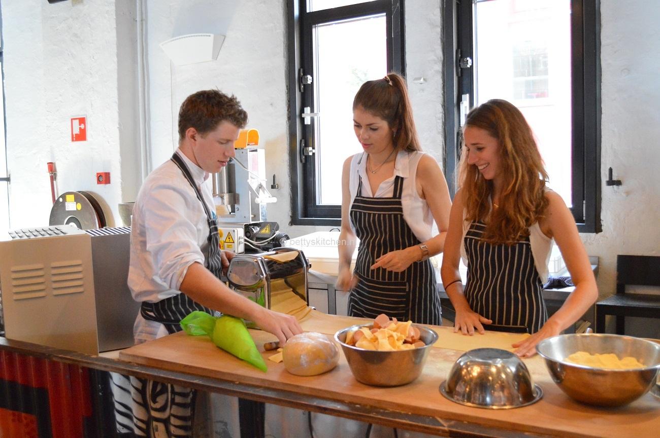 workshop pasta maken tijden het Jamie Magazine foodbloggers event
