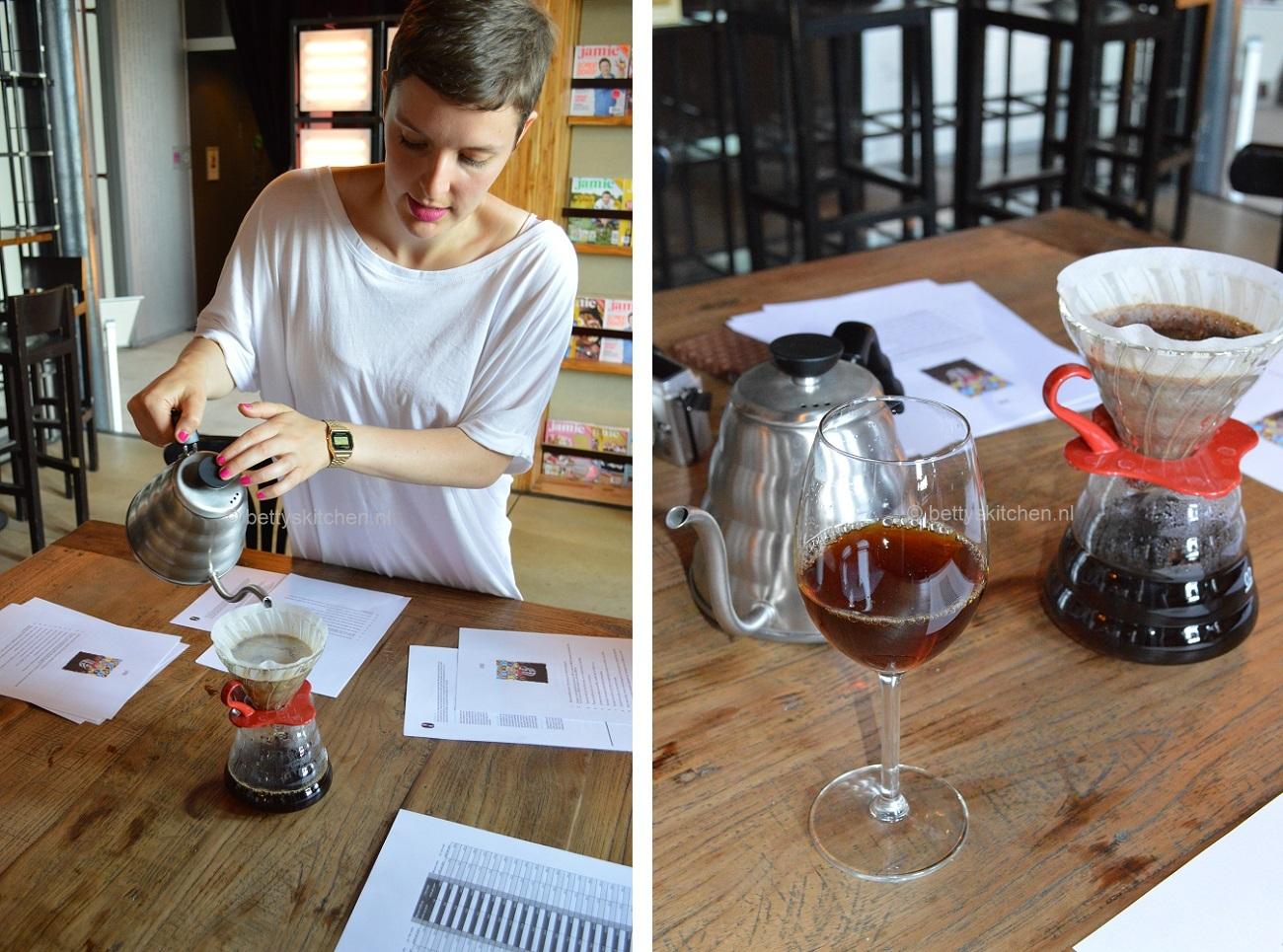 slow koffie inschenken tijden het Jamie Magazine foodbloggers event