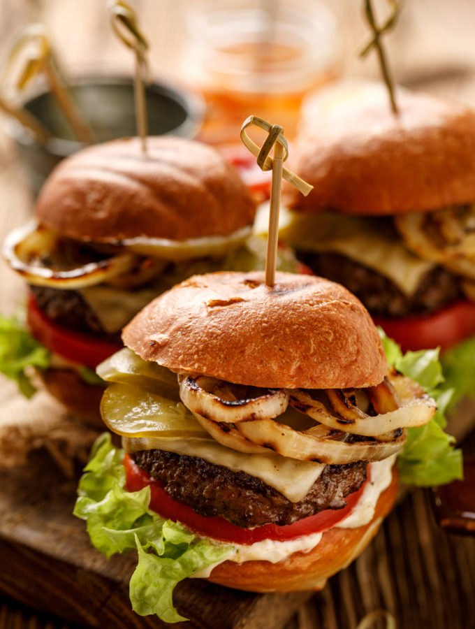 recept voor klassieke broodje hamburger maken
