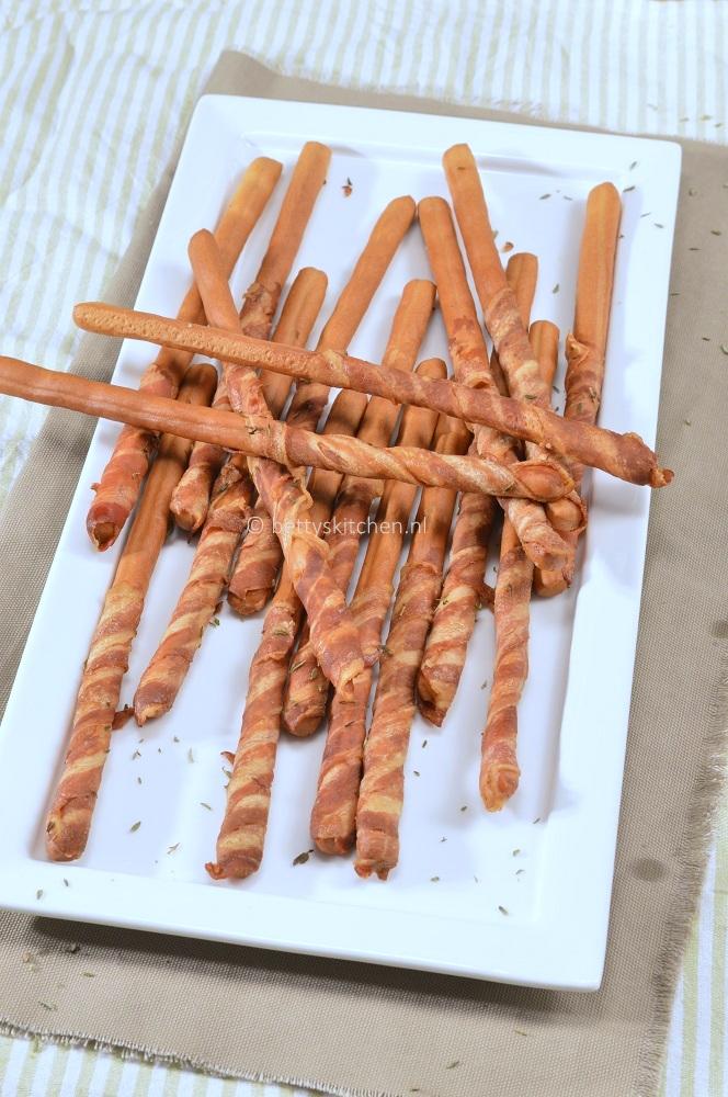 Grissini met spek - recept voor zelf soepstengels met spek maken © bettyskitchen