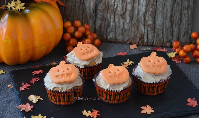 Halloween Pompoen Cupcakes recept betty's Kitchen