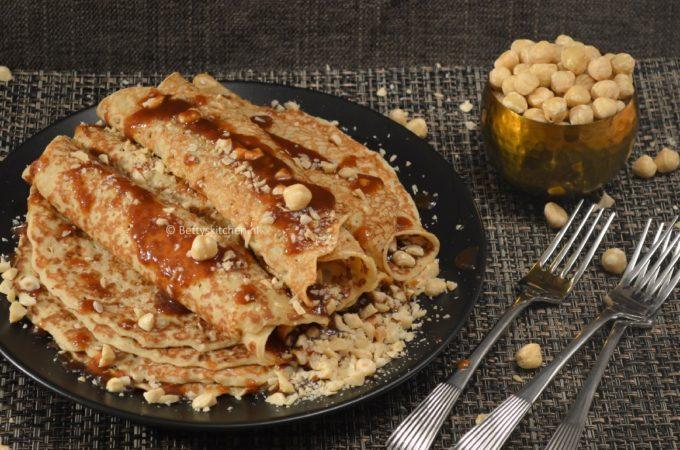 Pannenkoeken met noten en karamelsaus