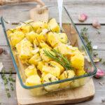 recept voor gebakken aardappels met tijm en rozemarijn uit de oven © bettyskitchen