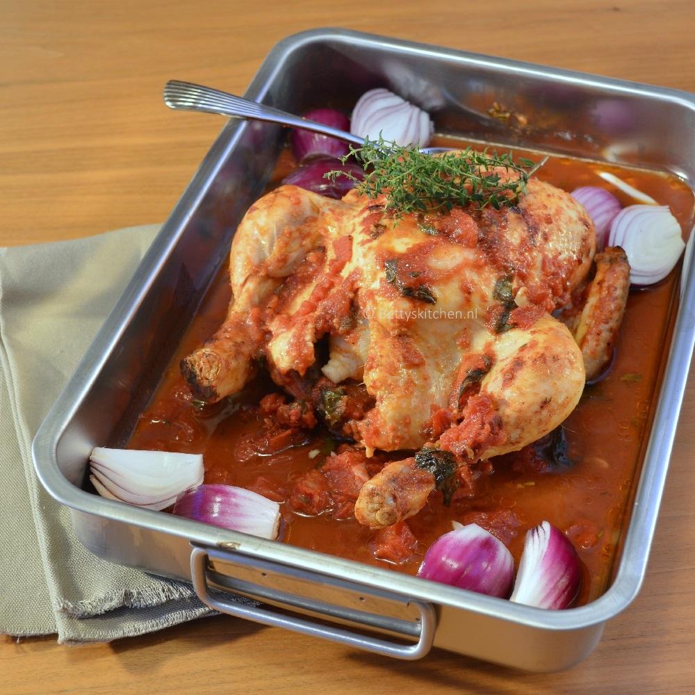 Hele kip uit de oven met tomatensaus