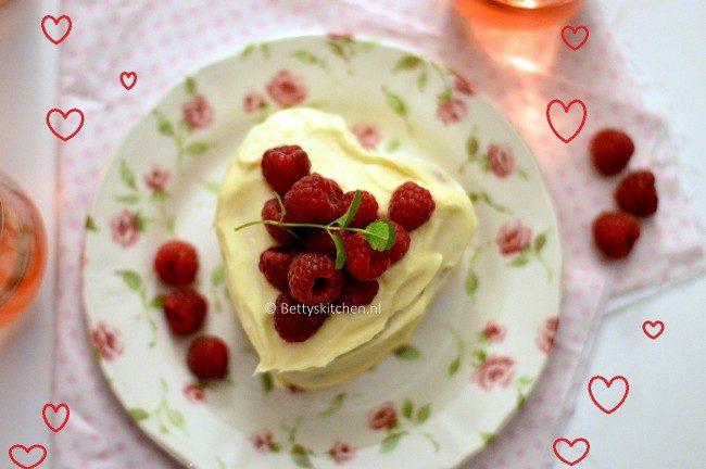 valentijn_hartje_met_frambozen_en_witte_chocolade-650x432