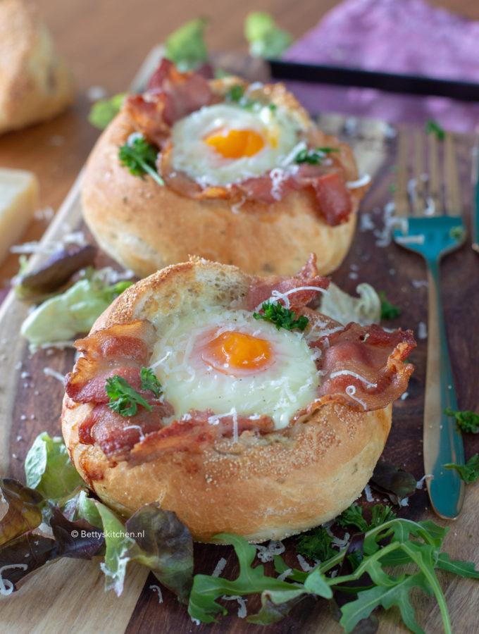 ei in een broodmandje recept © bettyskitchen