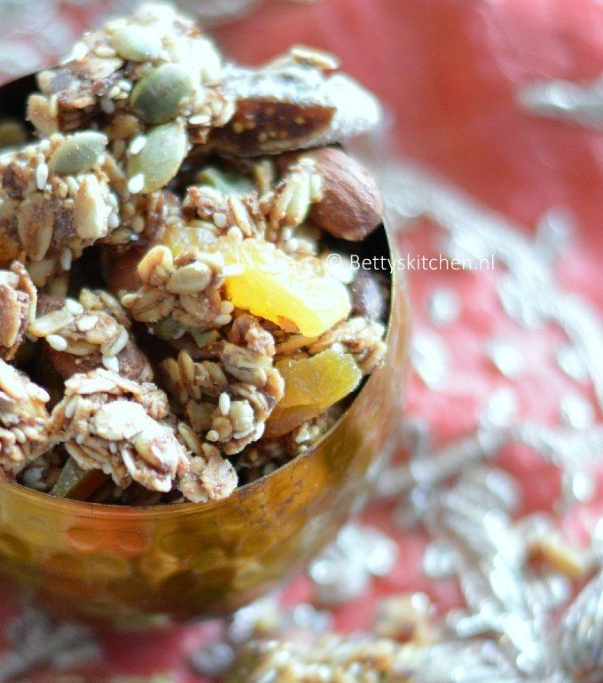 marrakech granola met abrikozen en pistache recept bettyskitchen