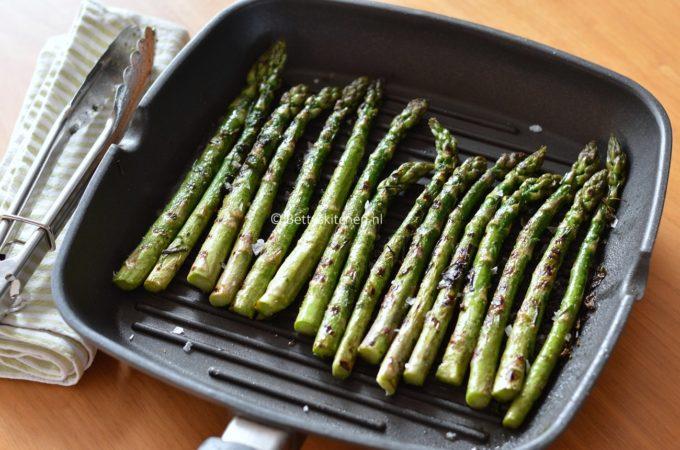 Gegrilde groene asperges