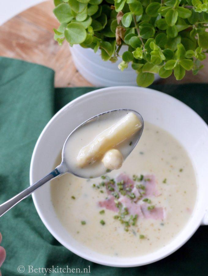 recept romige witte aspergesoep kookvideo © Bettyskitchen.nl