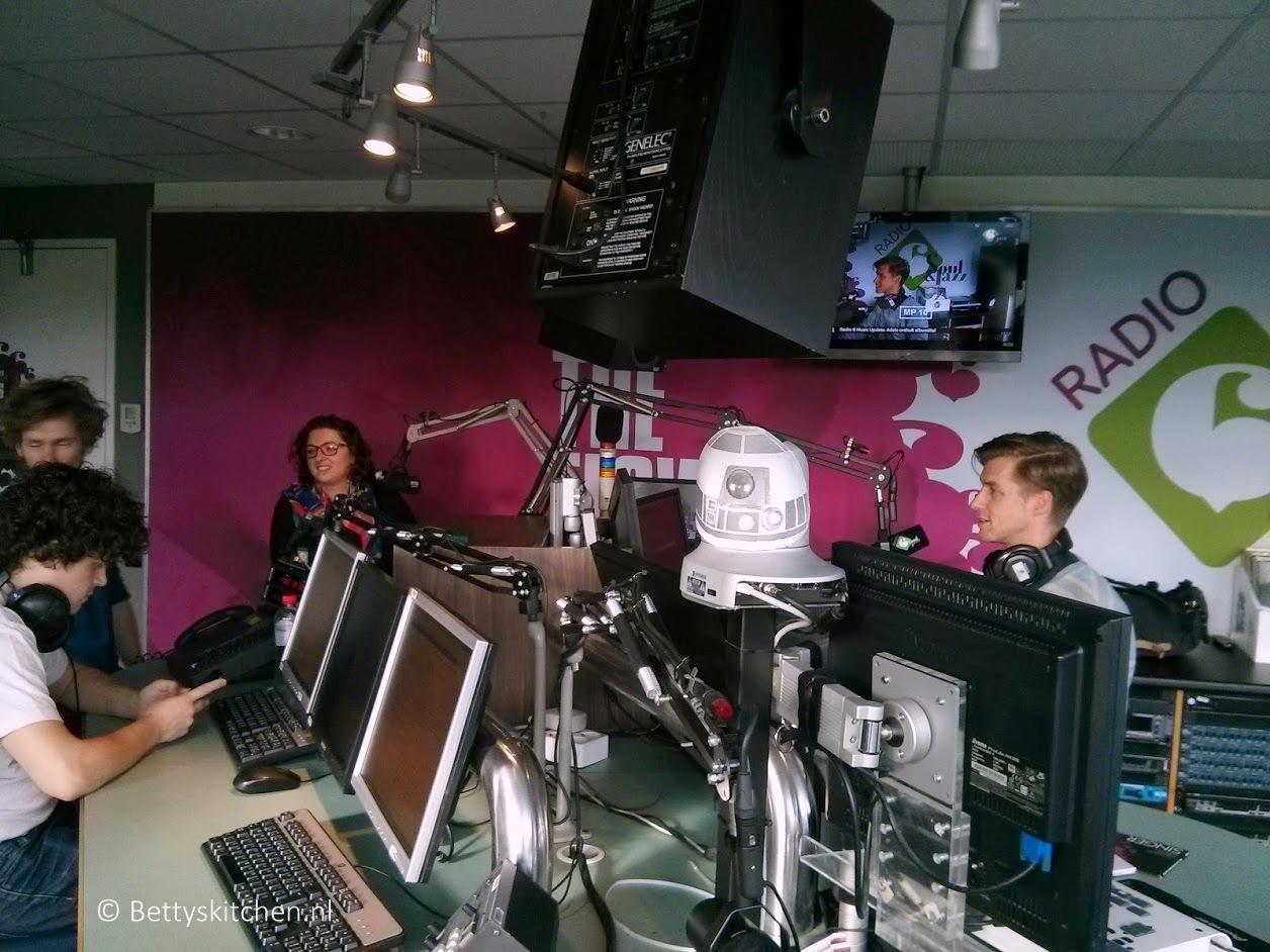 Winfrieds Woonkamer – Betty op bezoek bij Radio 6