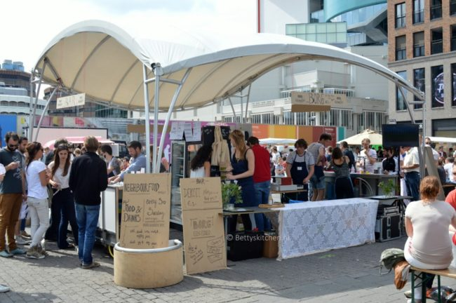 neighbourhood_food_market_in_utrecht_16-001