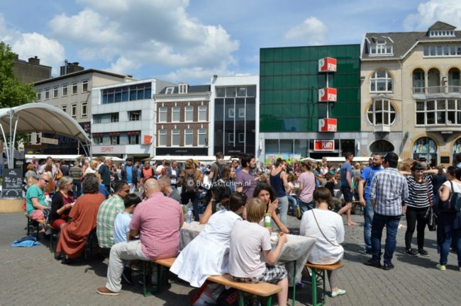 neighbourhood_food_market_in_utrecht_9-001