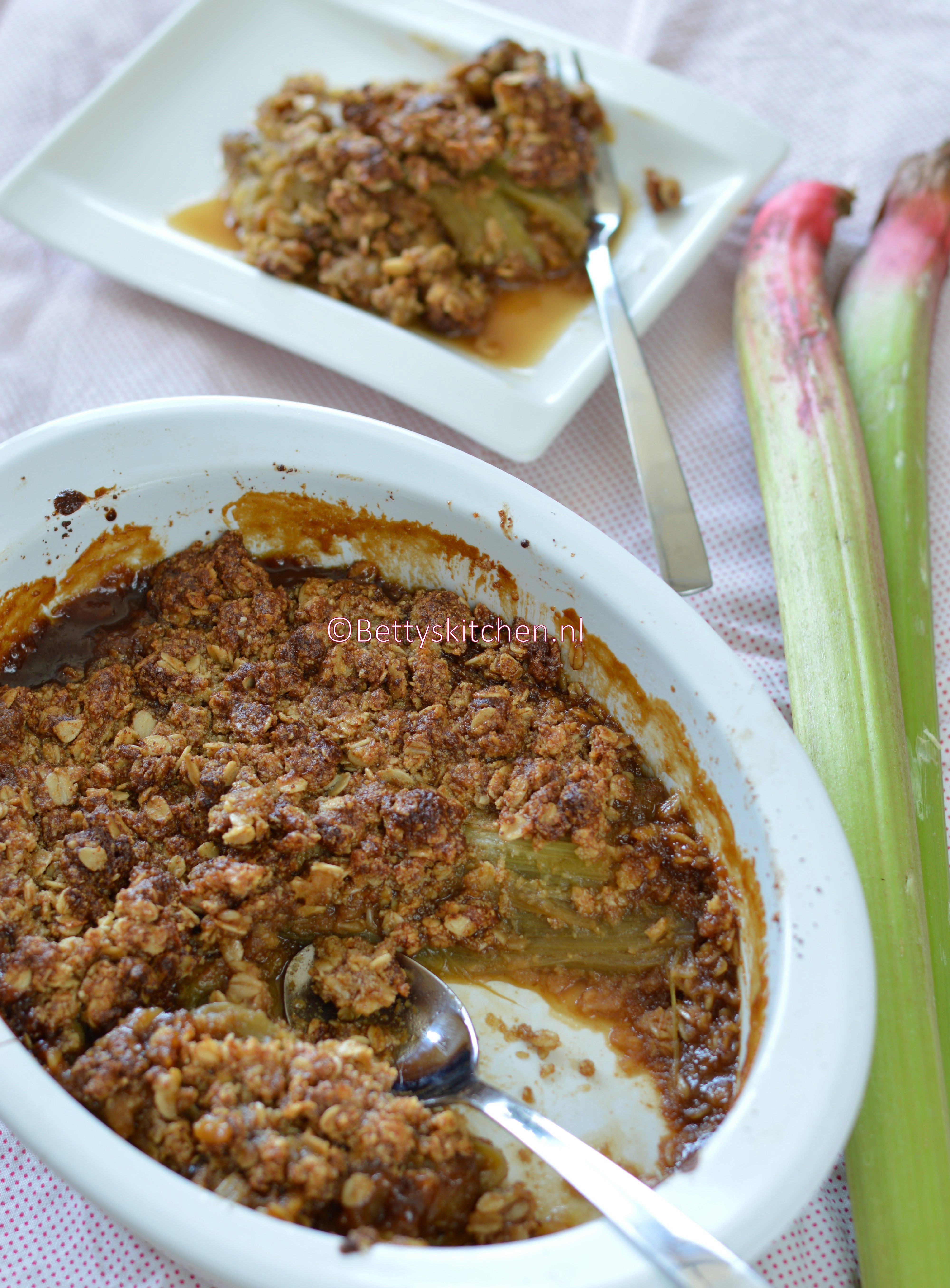 8x rabarber recepten - crumble met havermout