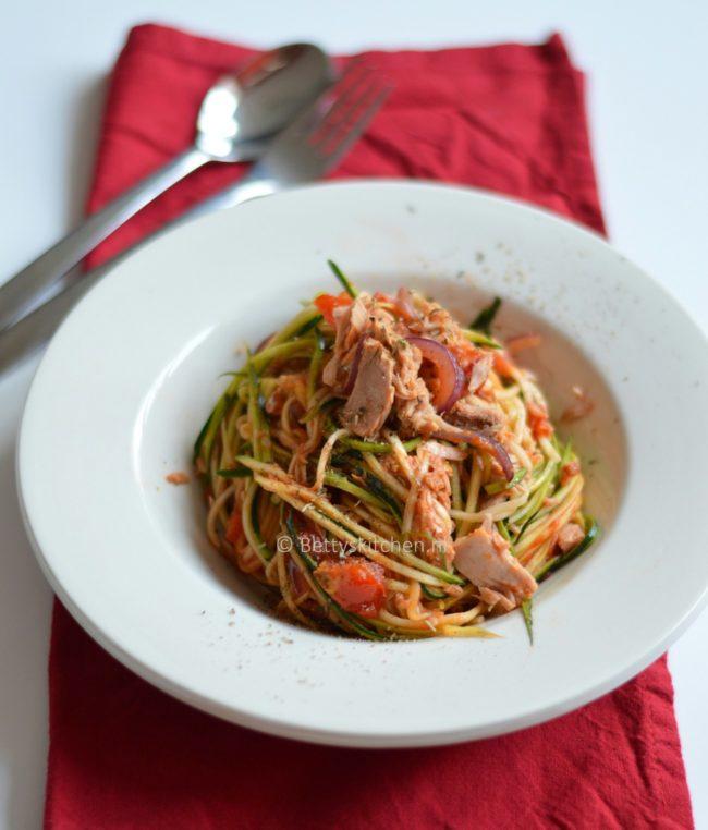 10x lowcarb gerechten courgetti met tonijn