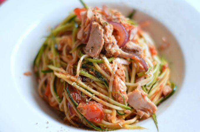 Courgetti met tonijn (pasta gemaakt van courgette)