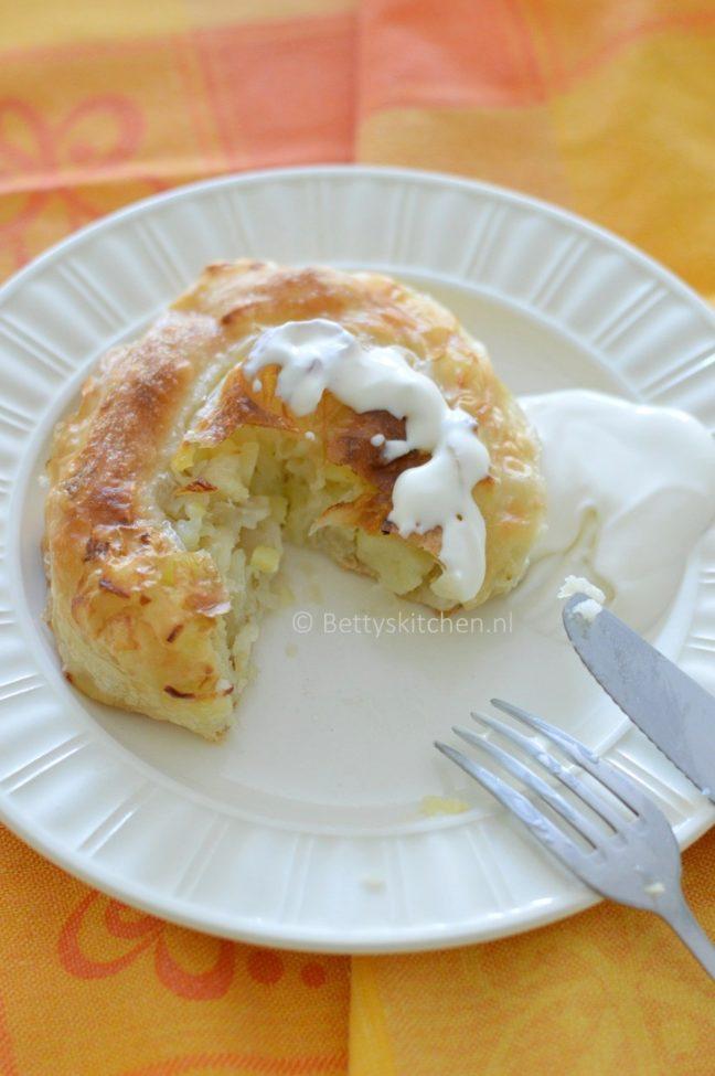 Pita sa krompirom (krompiruša) recept betty's kitchen deeg met aardappels