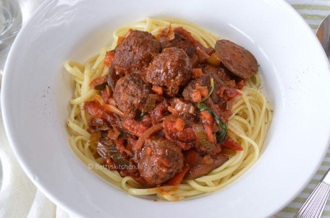 Spaghetti met gehaktballen en tomatensaus