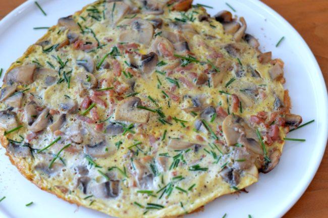 Omelet met spekjes en champignons