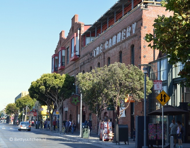 san_francisco_the_cannery-001