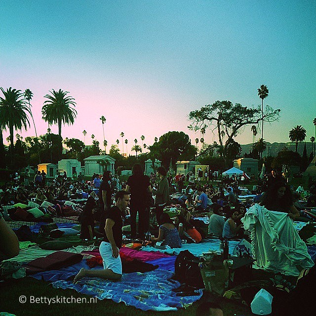 los_angeles_cinespia_at_hollywood_cemetary-001