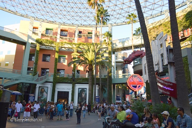 los_angeles_universal_studios_hollywood_citywalk-001