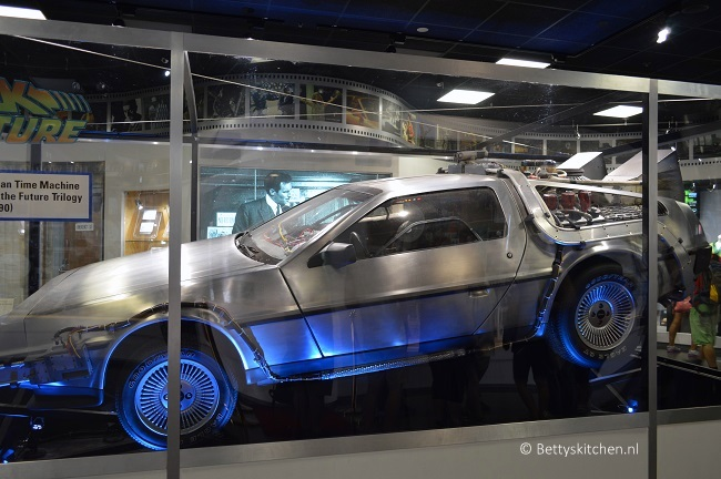 los_angeles_universal_studios_hollywood_delorean-001