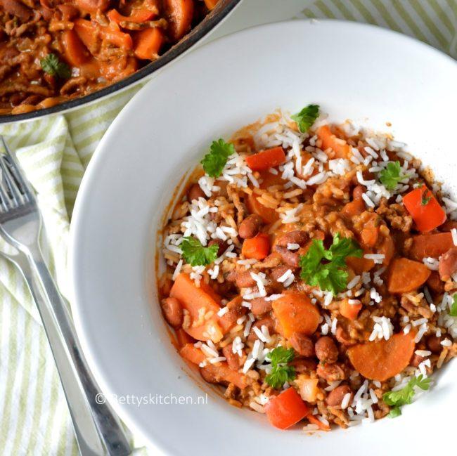 Bruine bonen schotel met gehakt en rijst