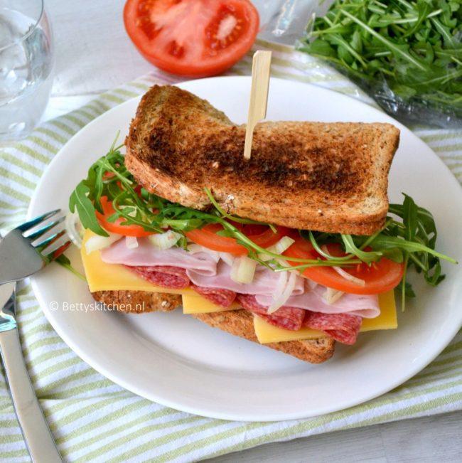20150214_Italiaanse_Meatlovers_sandwich_2-001