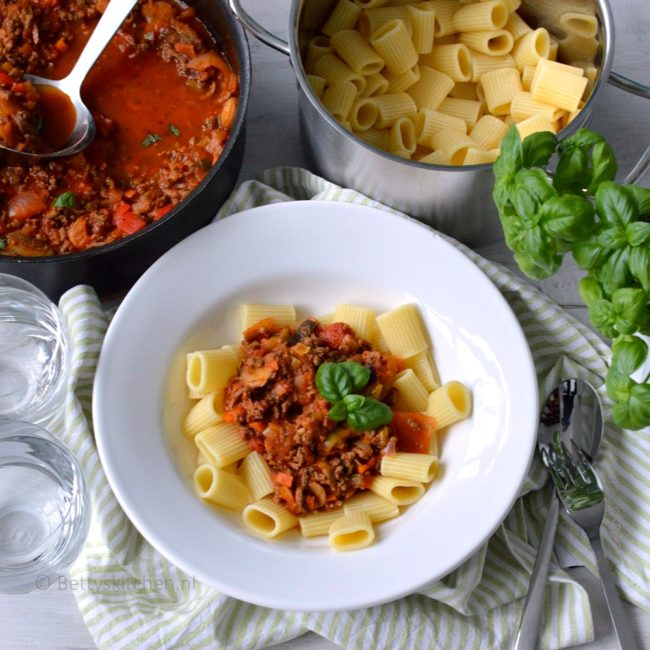 pasta met gehakt, champignons en wokgroente