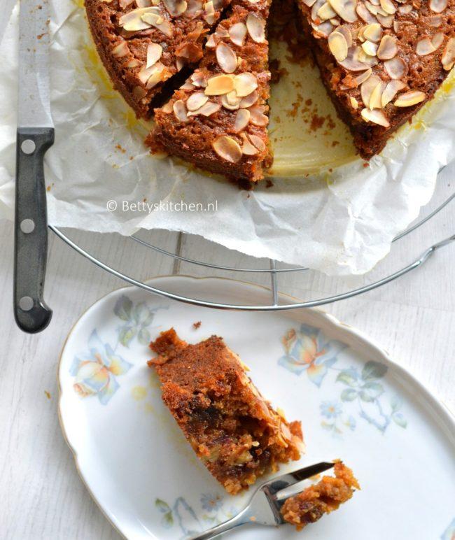 wortel dadeltaart met honing