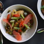 Kip curry met grapefruit, komkommer en paddestoelen