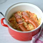 pittige zuurkoolstamppot met sambal, spekjes en rookworst