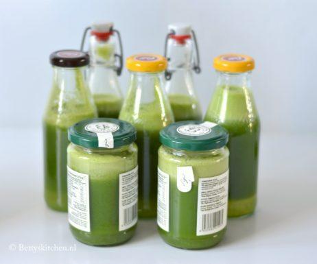 Glass of Fresh Juice (Detox Tip!)