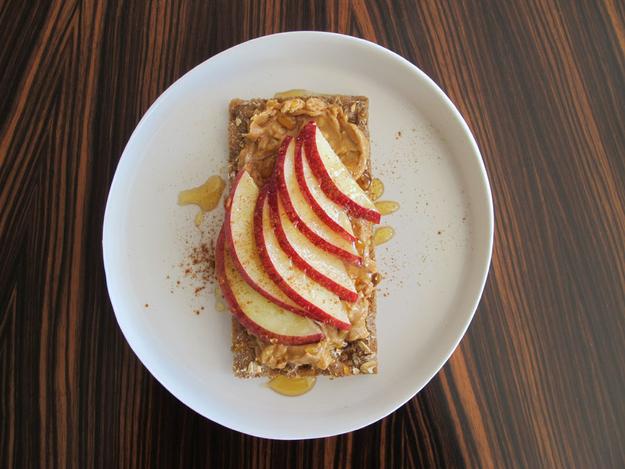 8x_gezonde_lunch_met_crackers_appel_honing_pindakaas