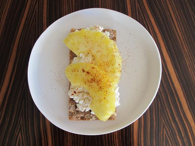 8x_gezonde_lunch_met_crackers_ananas_huttekase