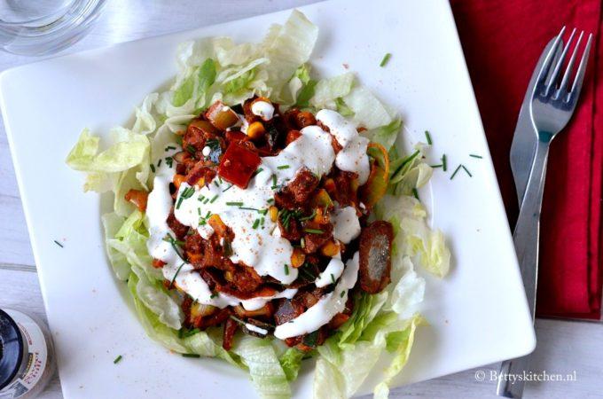 Chili Sin Carne met tofu en ijsbergsla