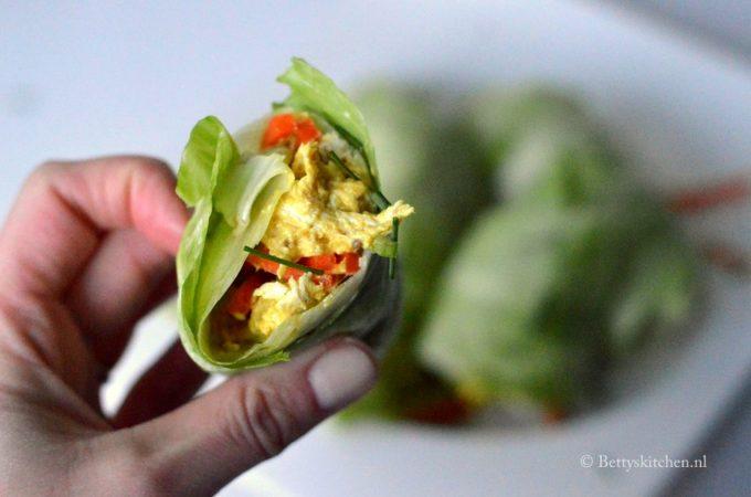 Gezonde wraps met kip kerrie salade en ijsbergsla
