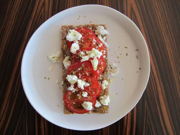 8x_gezonde_lunch_met_crackers_tomaten_feta