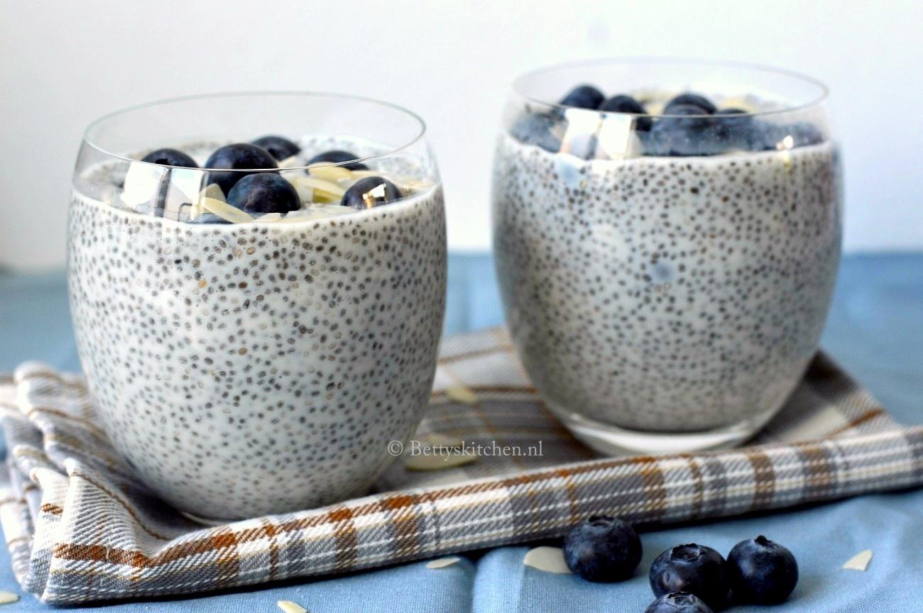 Chiazaad Pudding met blauwe bessen