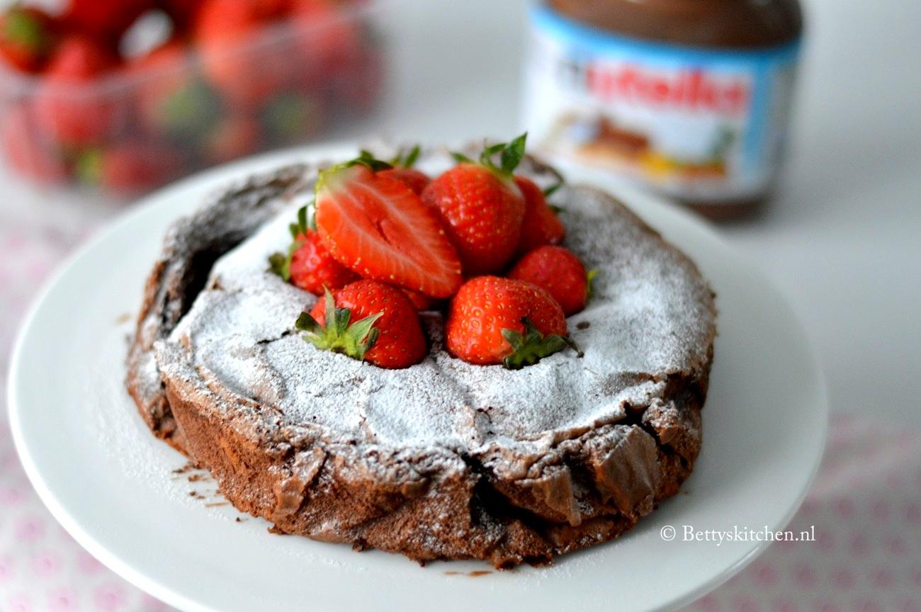 Filmpje: Nutella Brownie Taart met slechts 3 ingredienten