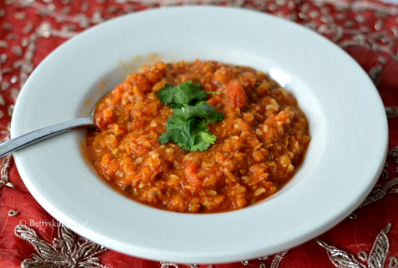 Rode Linzensoep (mercimek çorbası)