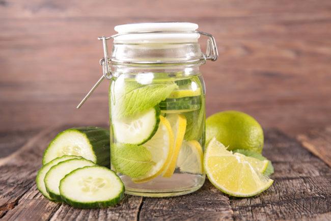 fruitwater_voor_zomerse_dagen_citroen_komkommer